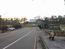 Jalan menuju main gate NCU