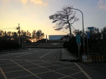 Senja di depan kampus